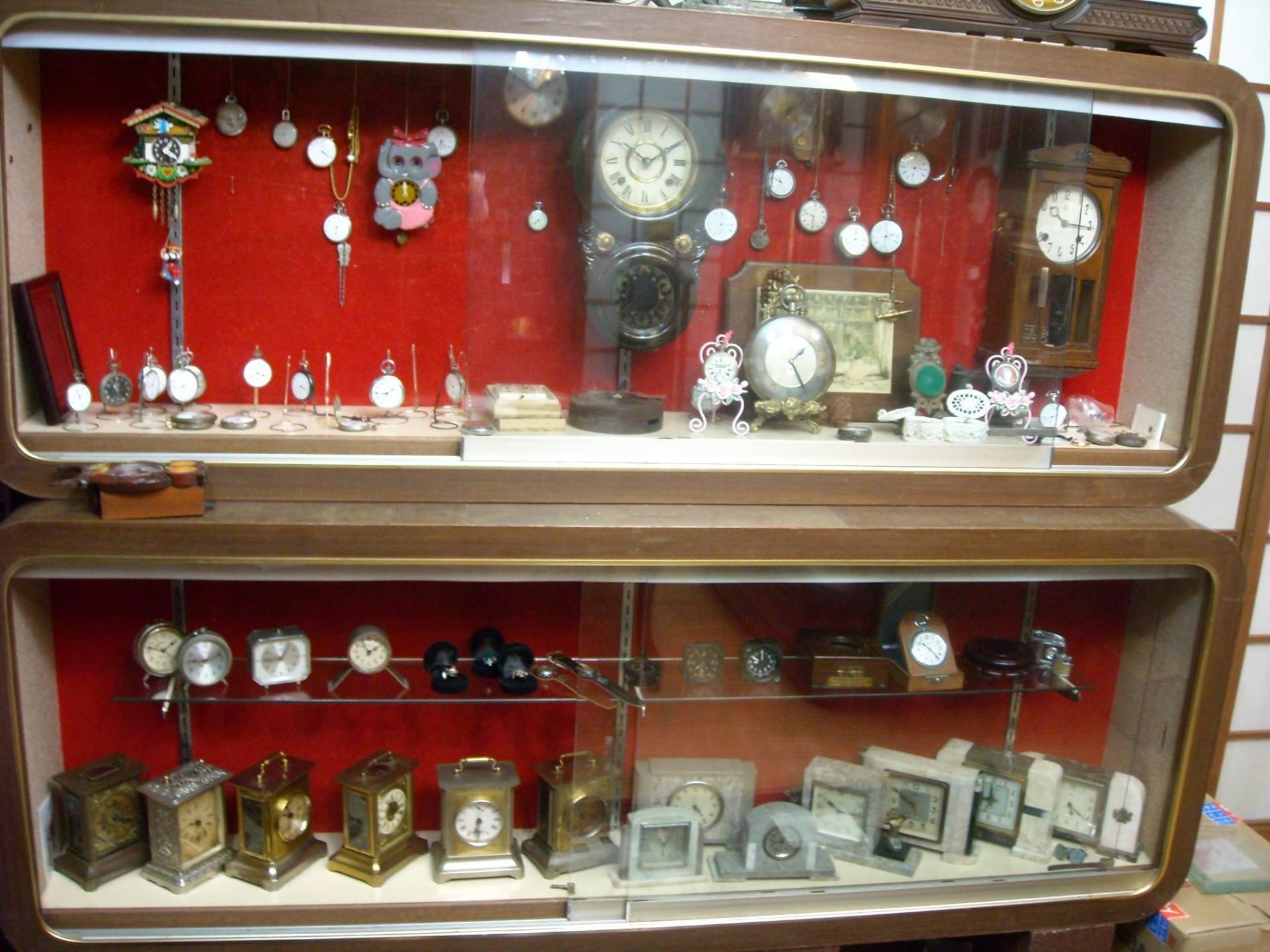 オーナーがアンティーク時計を収集し始めたのは、懐中時計集めがきっかけ。