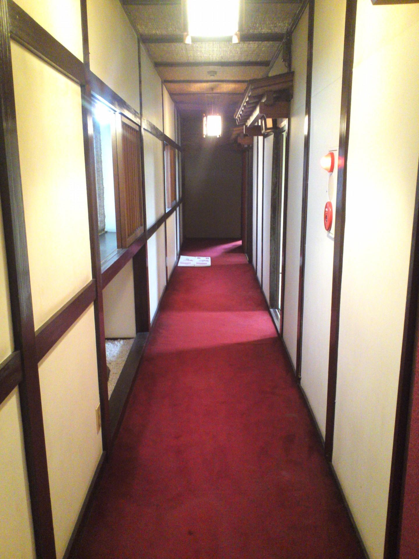 2階の通路も和の雰囲気に満ちています。