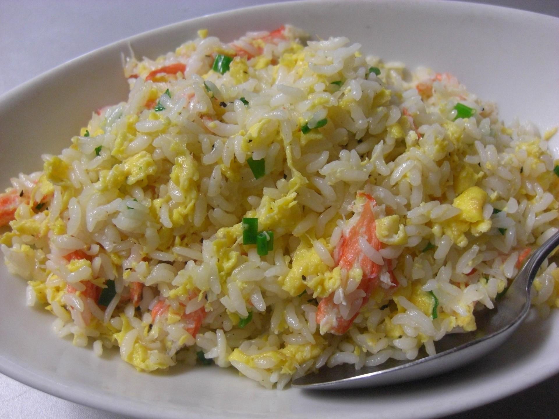 佐賀県産長粒米で作るパラパラチャーハン。