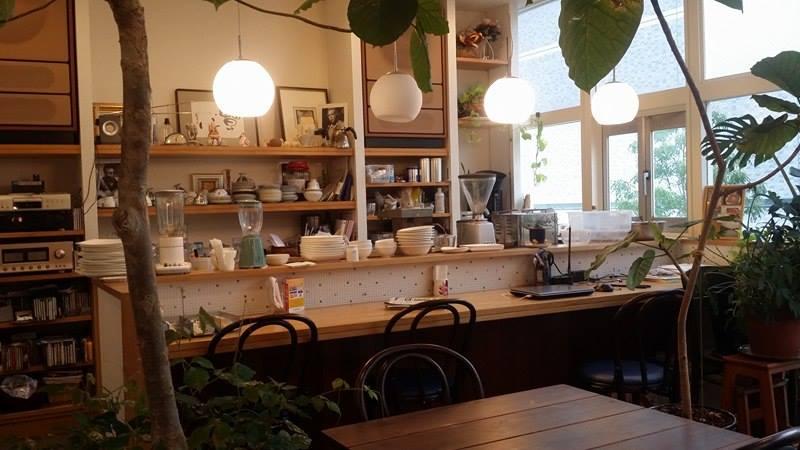 落ち着きのある音楽と共に過ごせるカフェ。