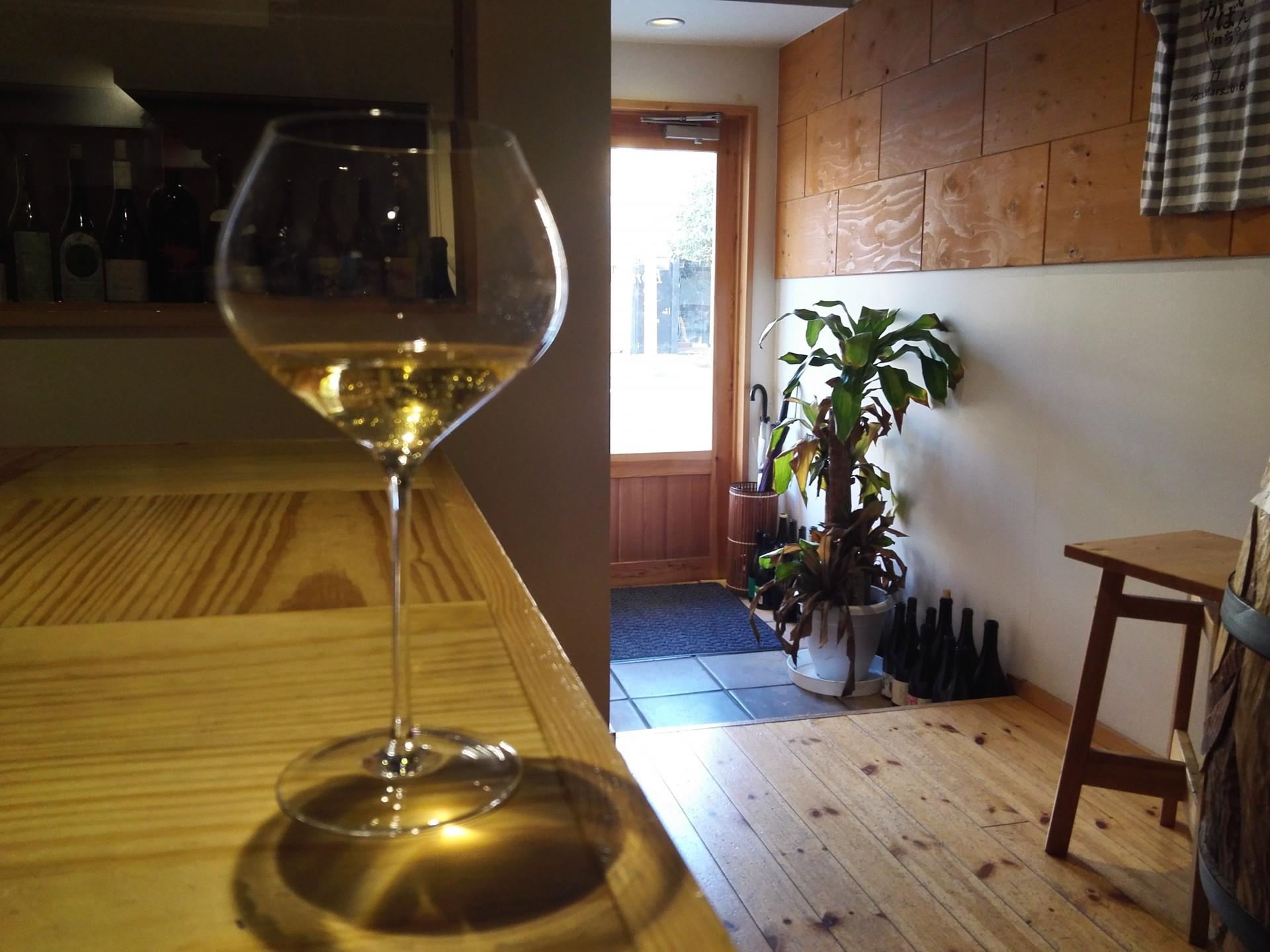 朝の清々しさとワインのコントラストはグッド