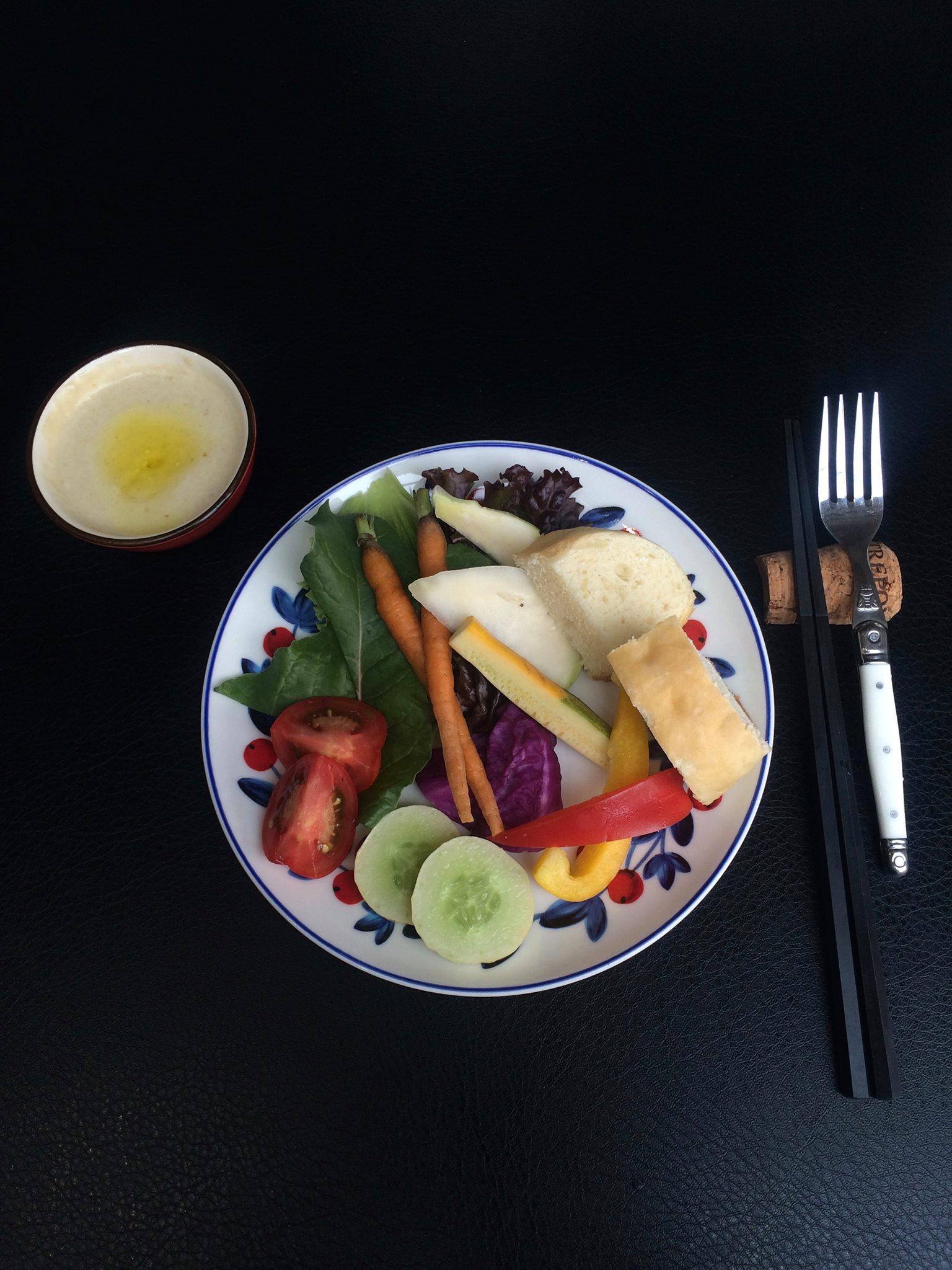 朝摘みの佐賀産野菜を使ったバーニャカウダ。