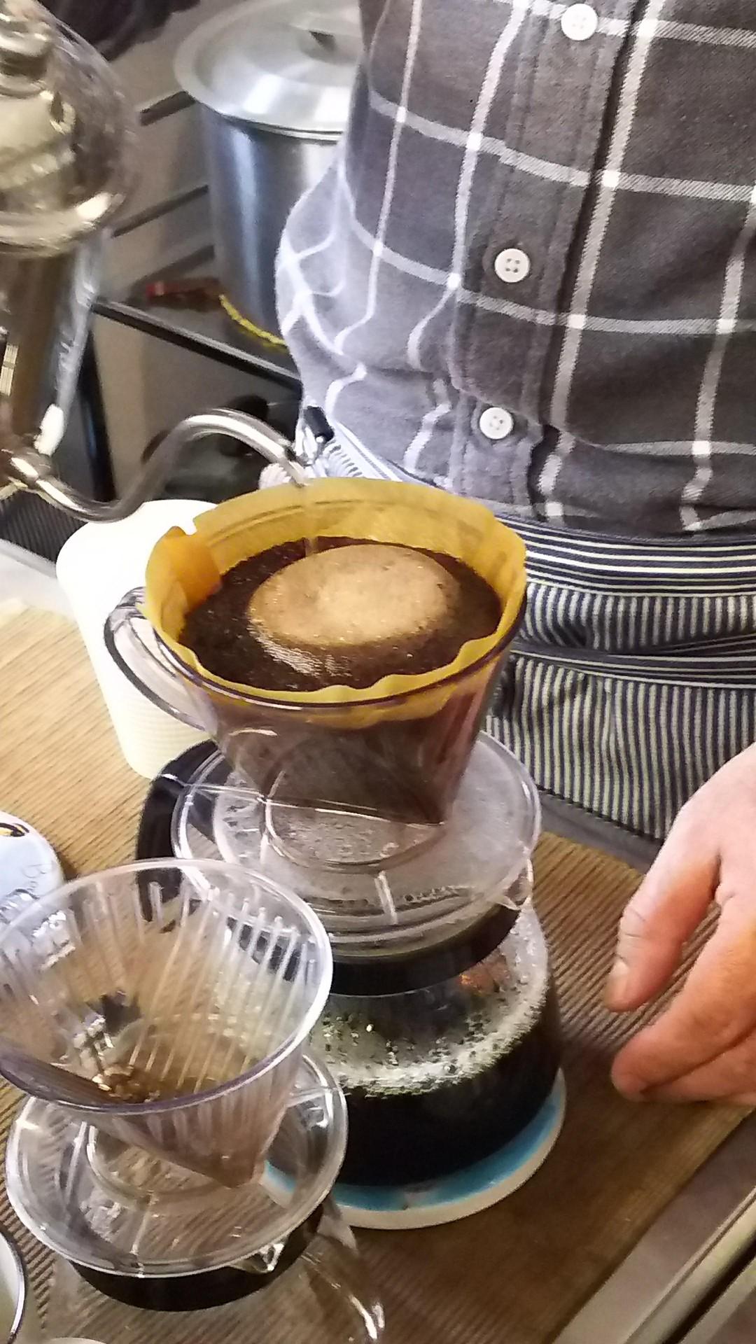 フェアトレードのコーヒーやホットチョコレート試飲のほか、絵本の読み語りもあります。