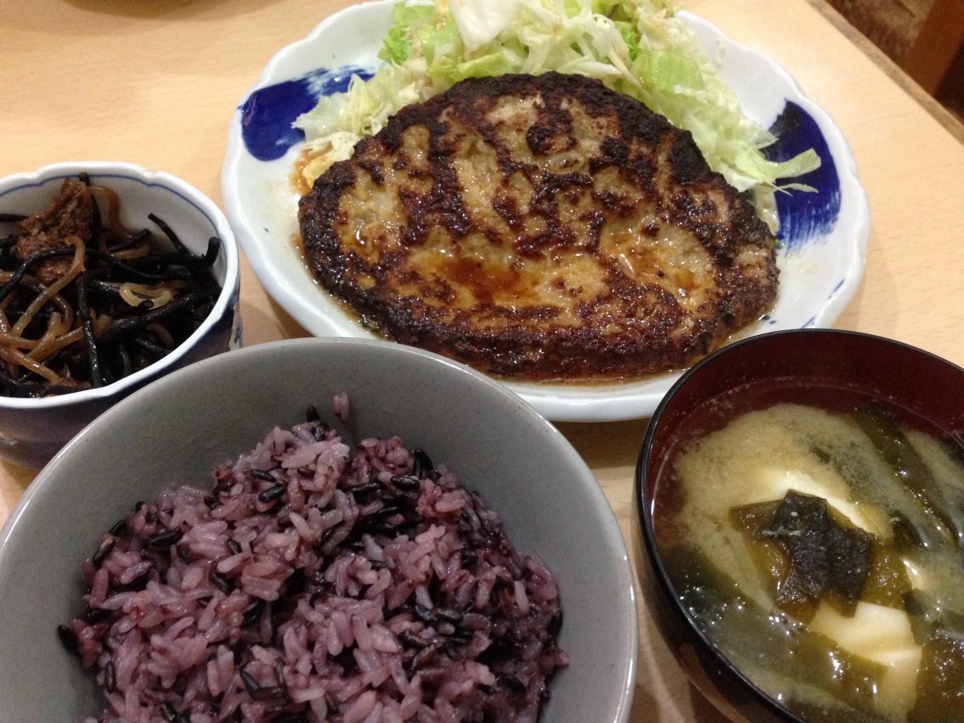 定食の黒米ご飯は運が良ければ出会えます!
