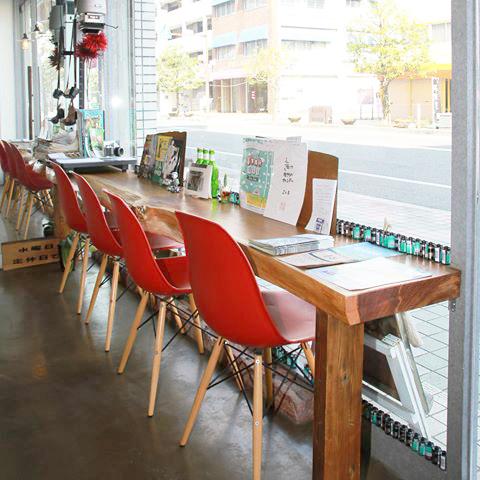 フォト専門誌などを読みながらカフェ時間を過ごせます。
