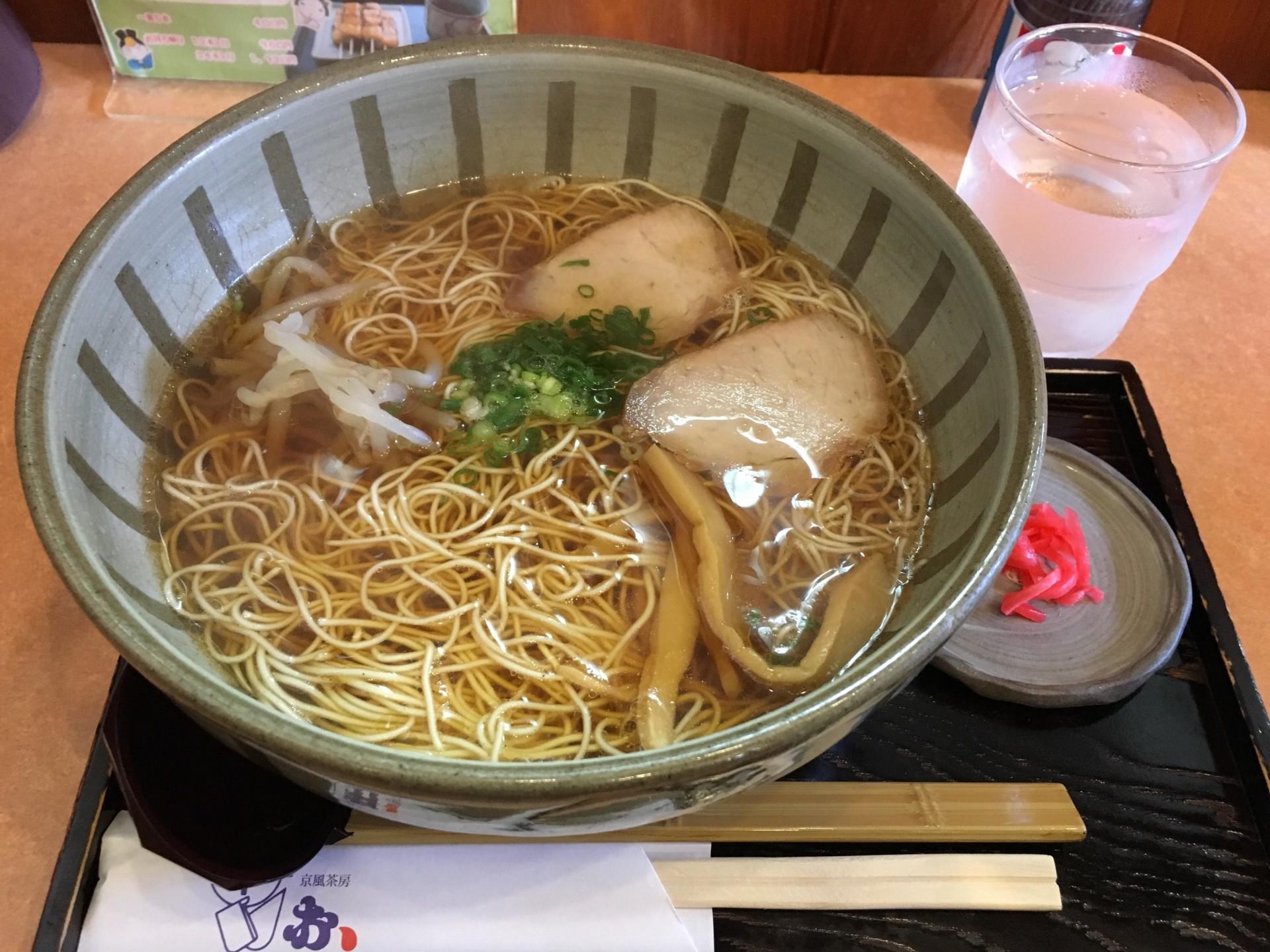 京風らーめんは平めんと細麺の2種から選べます