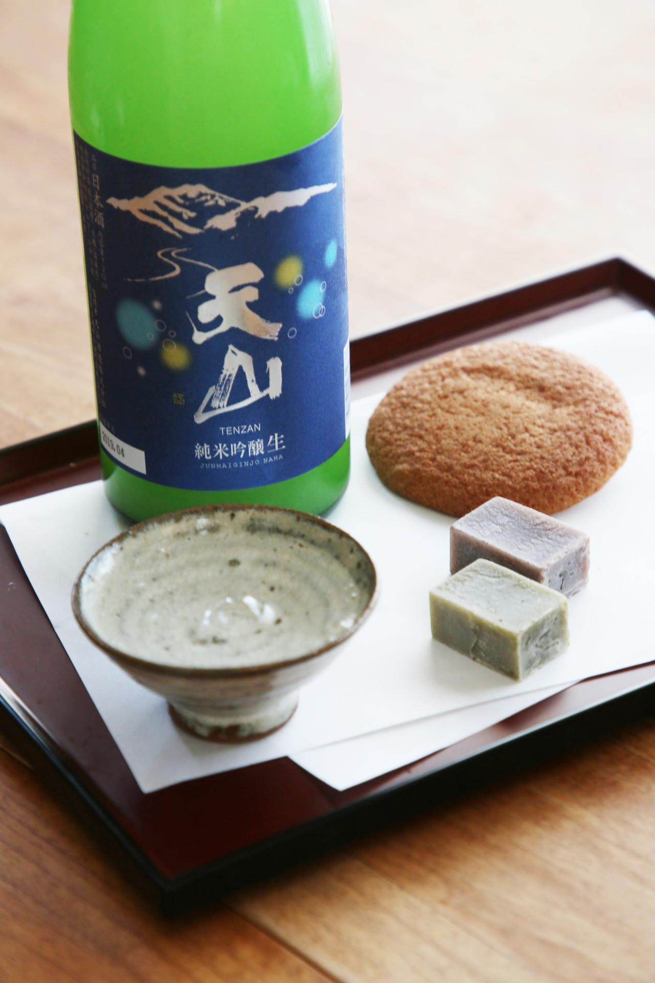 天山 純米吟醸おりがらみ生(天山酒造1,730円)を和菓子に合わせて