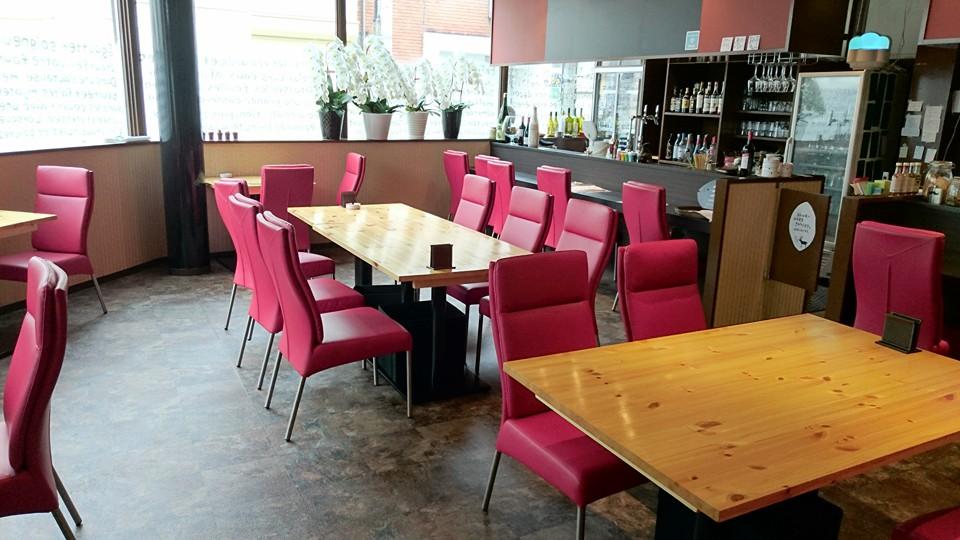 赤の椅子がオシャレ