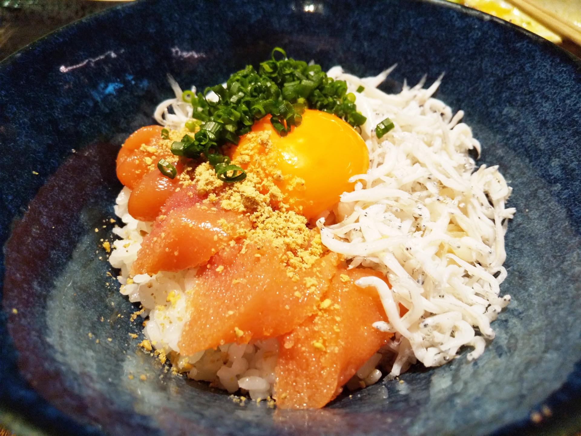 明太しらす丼 卵黄のせ(650円)