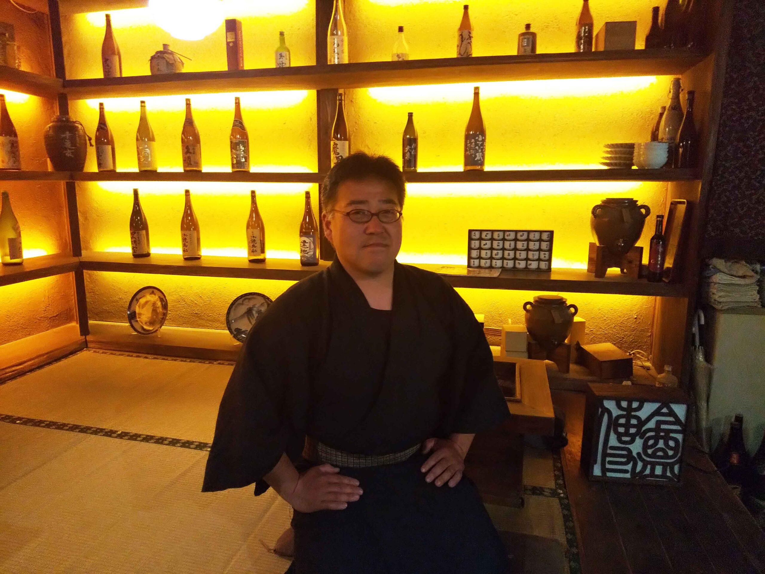 壁面に幻想的な光が広がる。店主渡邊さんから聞くお酒の話は勉強になります