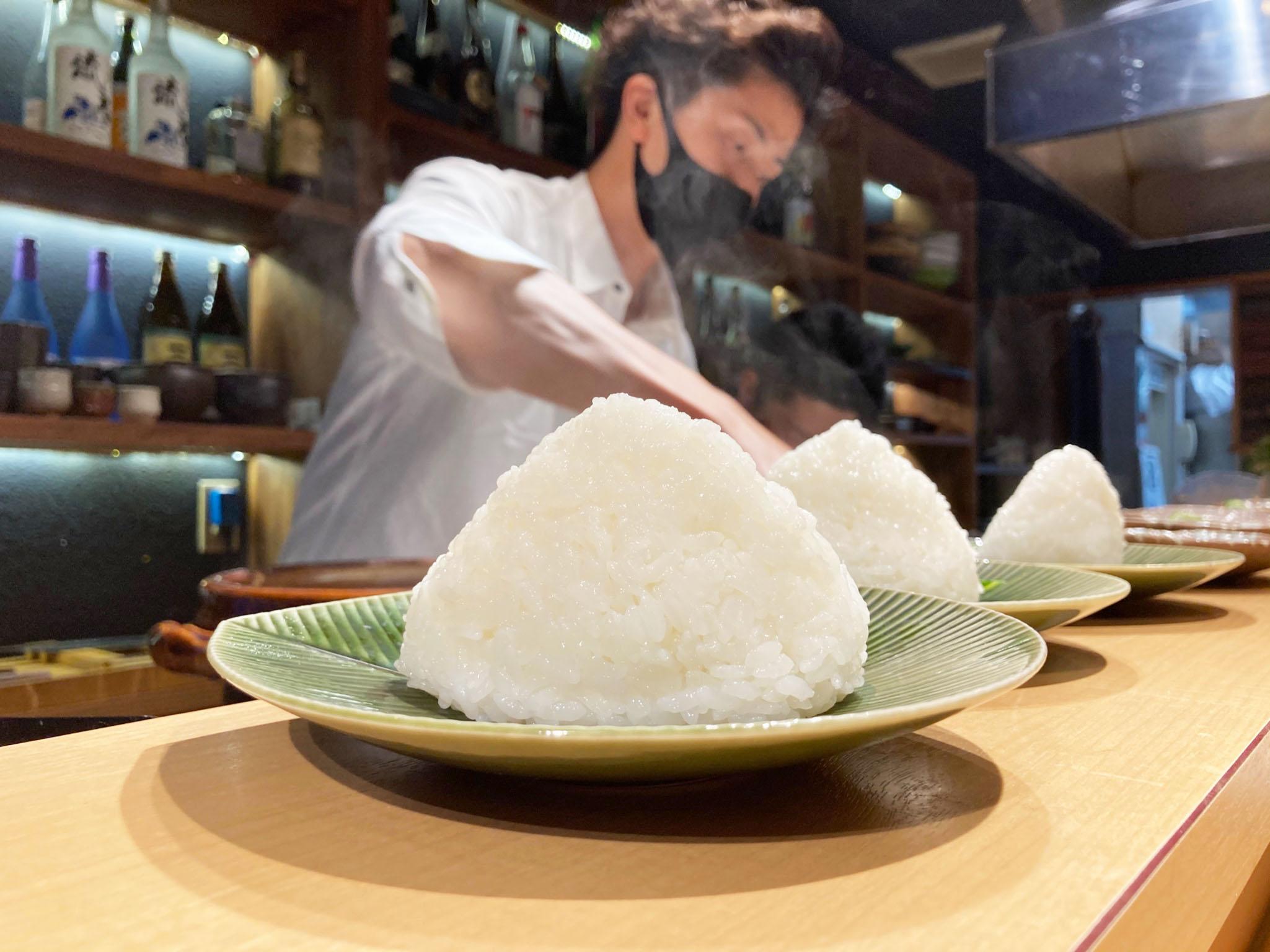 大地の恵みに感謝しながらいただく塩おむすび 税込400円